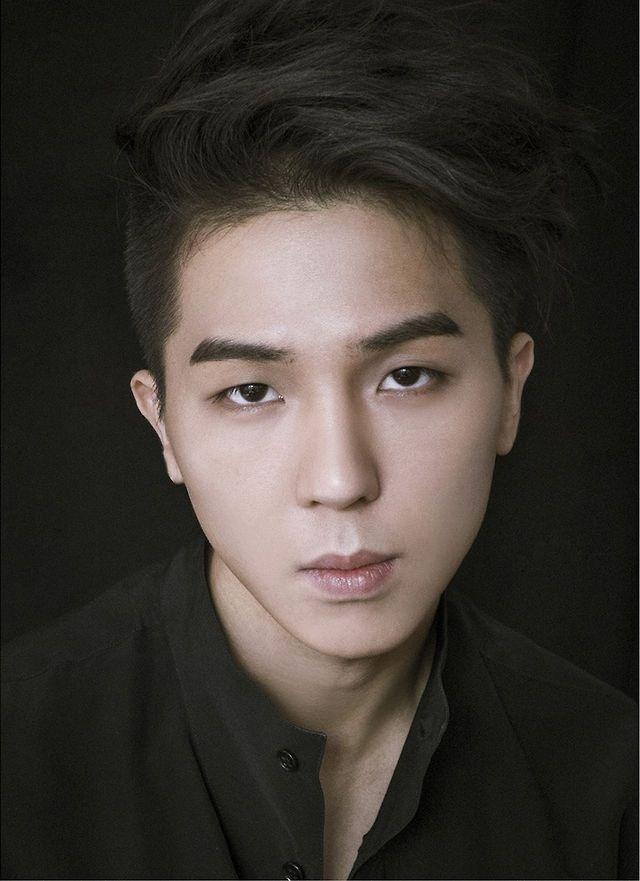 Song Minho, Ex-leader of winner and rapper look alike gd but his voice sounds like TOP kkkk^^ mino oppa
