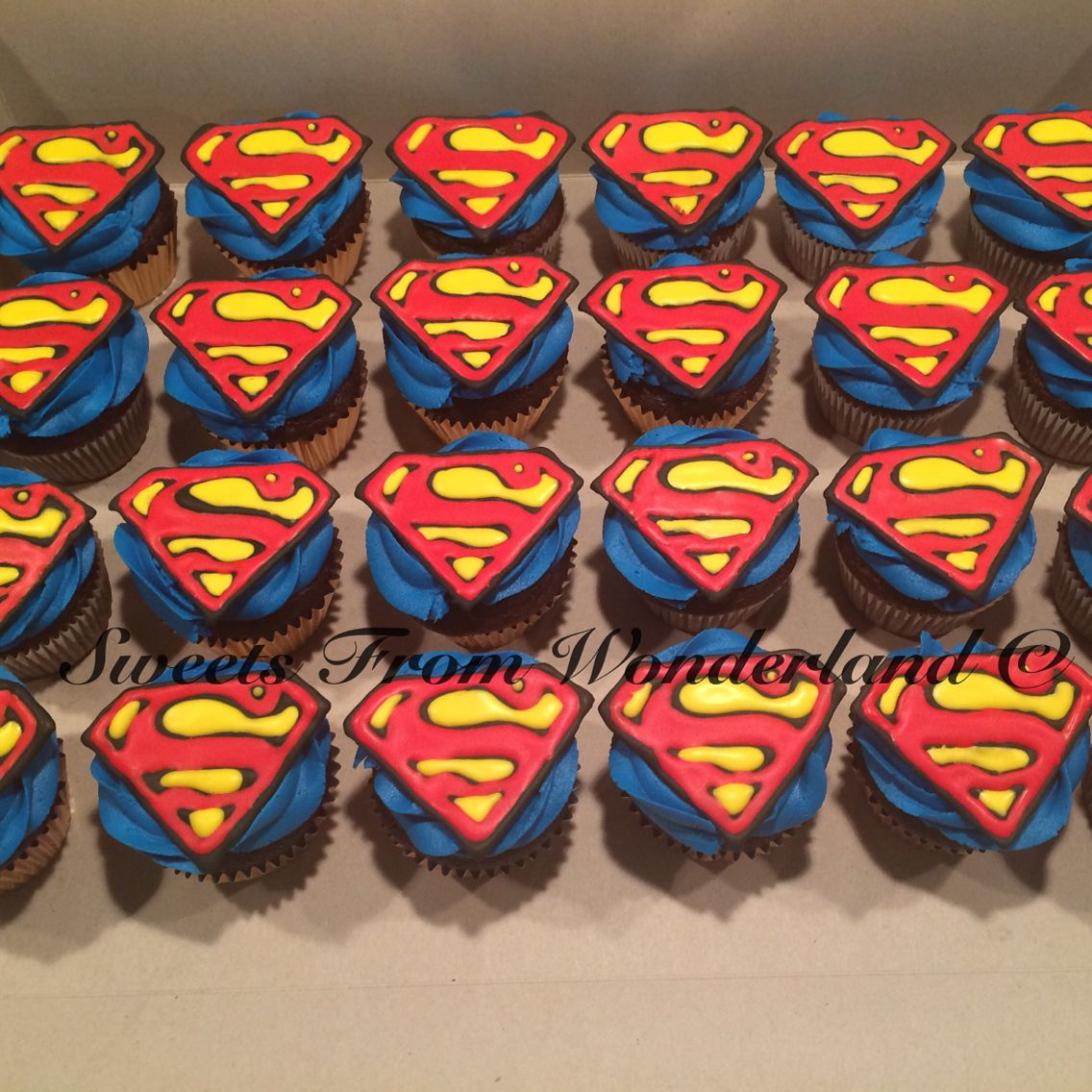Superman Cupcakes Cake decorating Pinterest Superman cupcakes