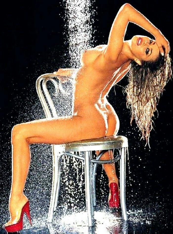 Carmen electra naked shower — photo 12
