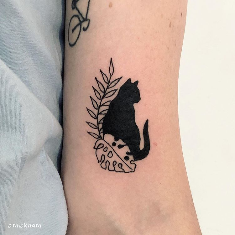 Pin By Hellem Coelho On Tattoo Inspiration In 2020 Black Cat Tattoos Tattoos Cat Tattoo Designs