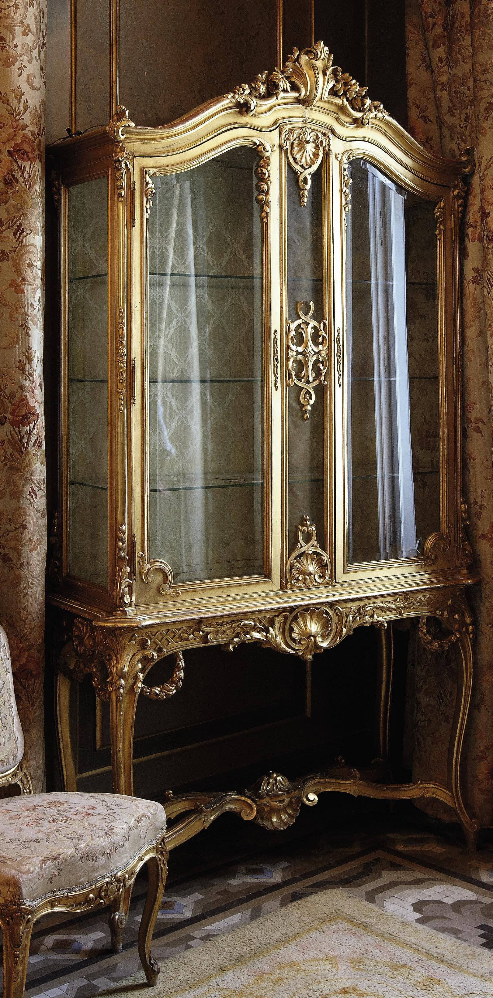 Date Unspecified A French Giltwood Vitrine On Stand Attributed To Alexandre Hugnet Paris Early 20th Century Price Realised Mobilier De Salon Ikea Decoration