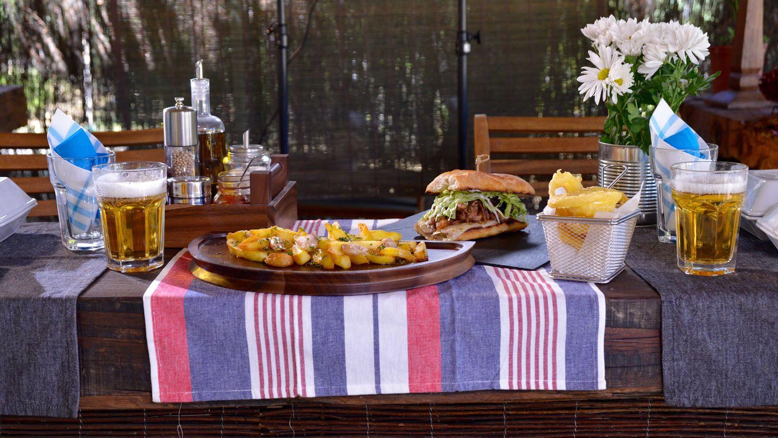 Cómo decorar una mesa para una cena informal con amigos | Amigos ...