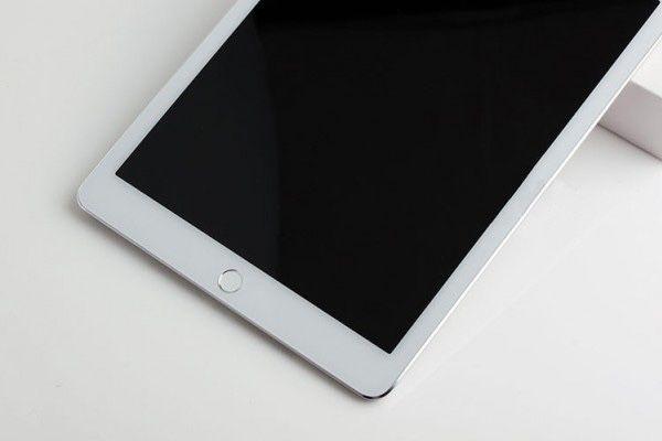 Il 16 dovrebbe essere il giorno di iPad Air 2 e stando ai rumours, sempre più insistenti negli ultimi giorni, ad un iPad da 12.9 pollici che permetterà di lavorare sfruttando un software a metà tra OSX e iOS.