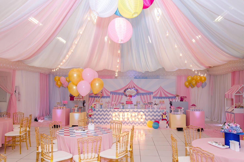 Imaginou um Circo cor de rosa? A festa da pequena Marina foi assim ...