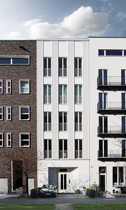 New townhouses at the Caroline von Humboldtweg by Bernd Albers Architekten (middle) in Berlin. Nice, timeless classicism appropriate for this part of Berlin. Photo by NOMAA|marco jongmans.