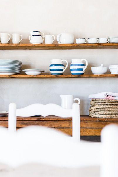 poner estante bajo arcada pared al lado de la chimenea  Ideas para - estantes para cocina