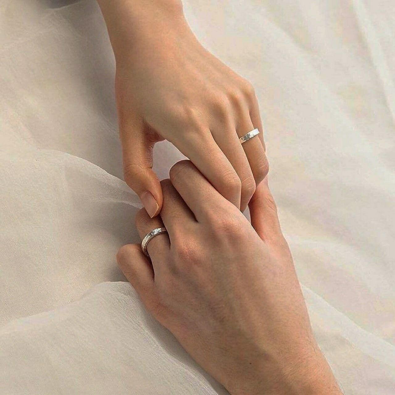 Pin By Marta Pokotylo On White Aesthetics In 2020 Couple Wedding Rings Ulzzang Couple Wedding Ring Hand