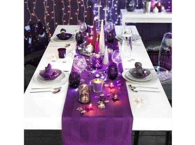 Jolie d coration de table violet et blanc d corations de for Idee deco 90 ans