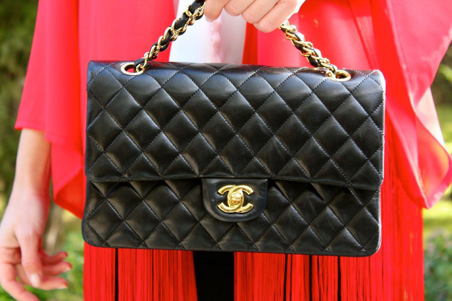 Fashion and Style Blog / Blog de Moda . Post: Sales : Fringes are back! / Vuelven los flecos! .More pictures on/ Más fotos en : http://www.ohmylooks.com/?p=26340 .Llevo/I wear: Jacket / Chaqueta de flecos : Oh My Looks Shop (info@ohmylooks.com) ; Blouse/Blusa  Zara (old) ; Skirt/Falda : Mango (old) ; Bag/Bolso : Chanel ; Shoes / Zapatos : Pilar Burgos