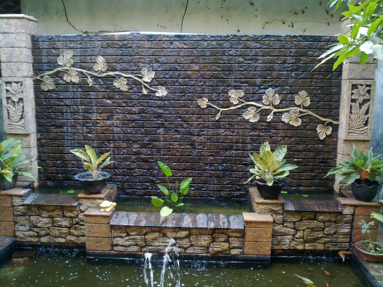 Top 18 rustic brick fountain designs start an easy for Brick garden room designs