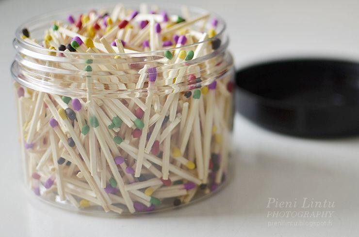small things to make you happy: colorful matches // ne pienet asiat: värikkäät tulitikut piristävät päivää  http://pienilintu.blogspot.fi/2014/11/tikusta-asiaa.html