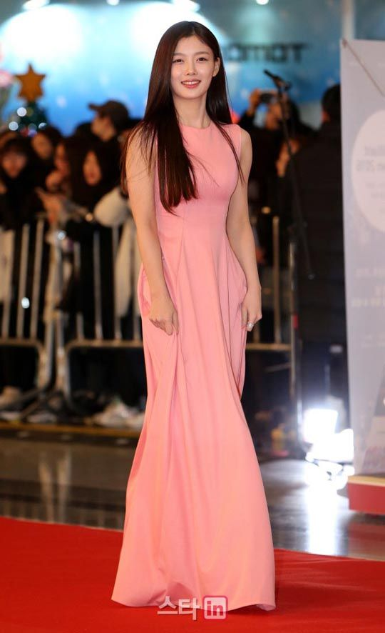 Famous Flashers: 101 Nearly Naked Red Carpet Looks