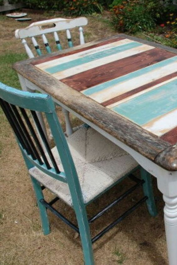 Are you a fan of Joanna Gaines and farmhouse style? check out this cheap and unique dining table ucpcyle idea, you can choose any paint combination you like, such as mixing gray, blue and even black for a more rustic look. Check out the before and after photos to be amazed at the transformation. #diy #farmhouse #table