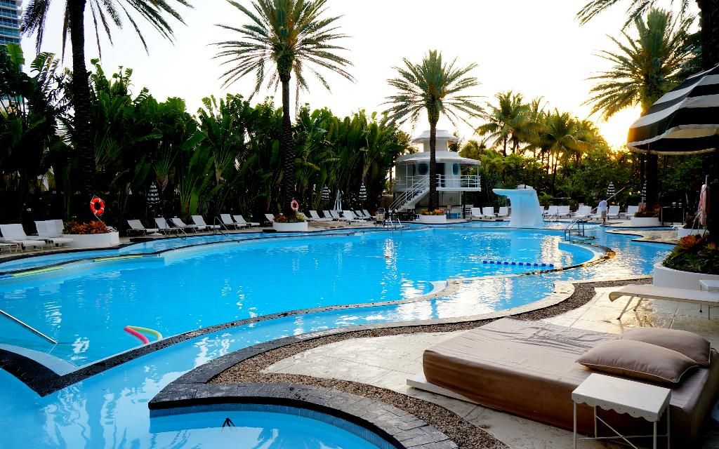 The Raleigh Miami Beach Fl Hotel 1775 Collins Avenue