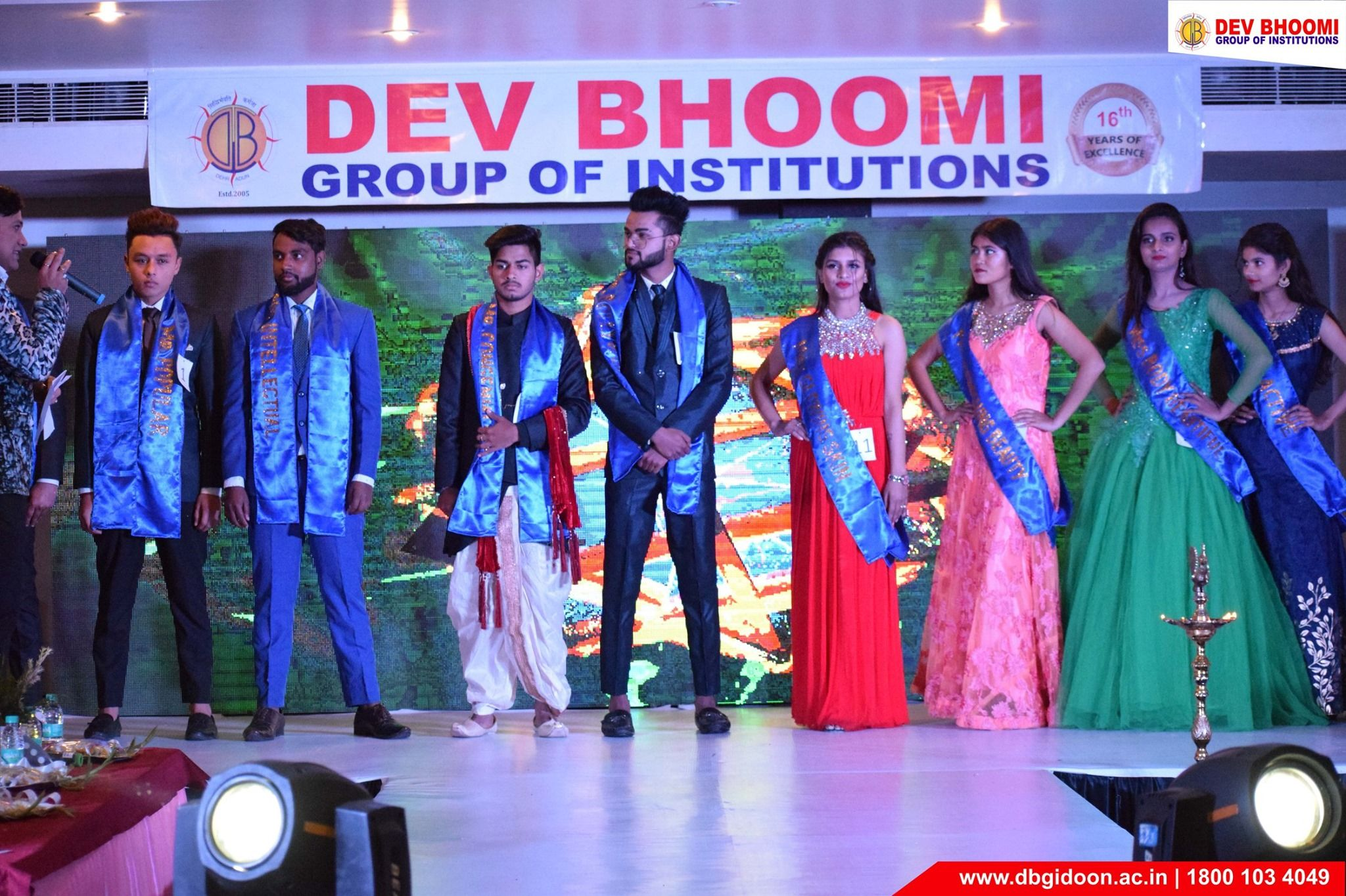 Teenicon2020 Haldwani Dbgi The Department Of Fashion Design Dev Bhoomi Group Of Institutions Organ In 2020 With Images Fashion Design Fashion Designing Colleges Fashion Event