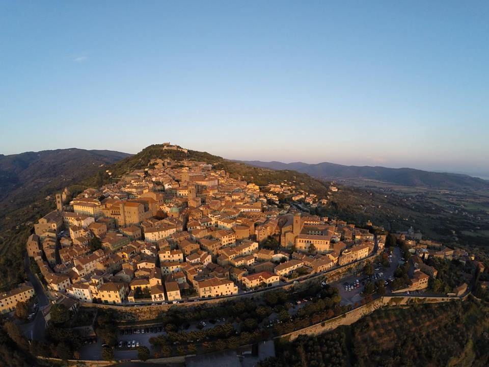 Tuscany - Il Castello di Montecchio Vesponi    Castello del Boccale - Livorno - Tuscany    Tempio di San Biagio - Montepulciano    Medieval Stre