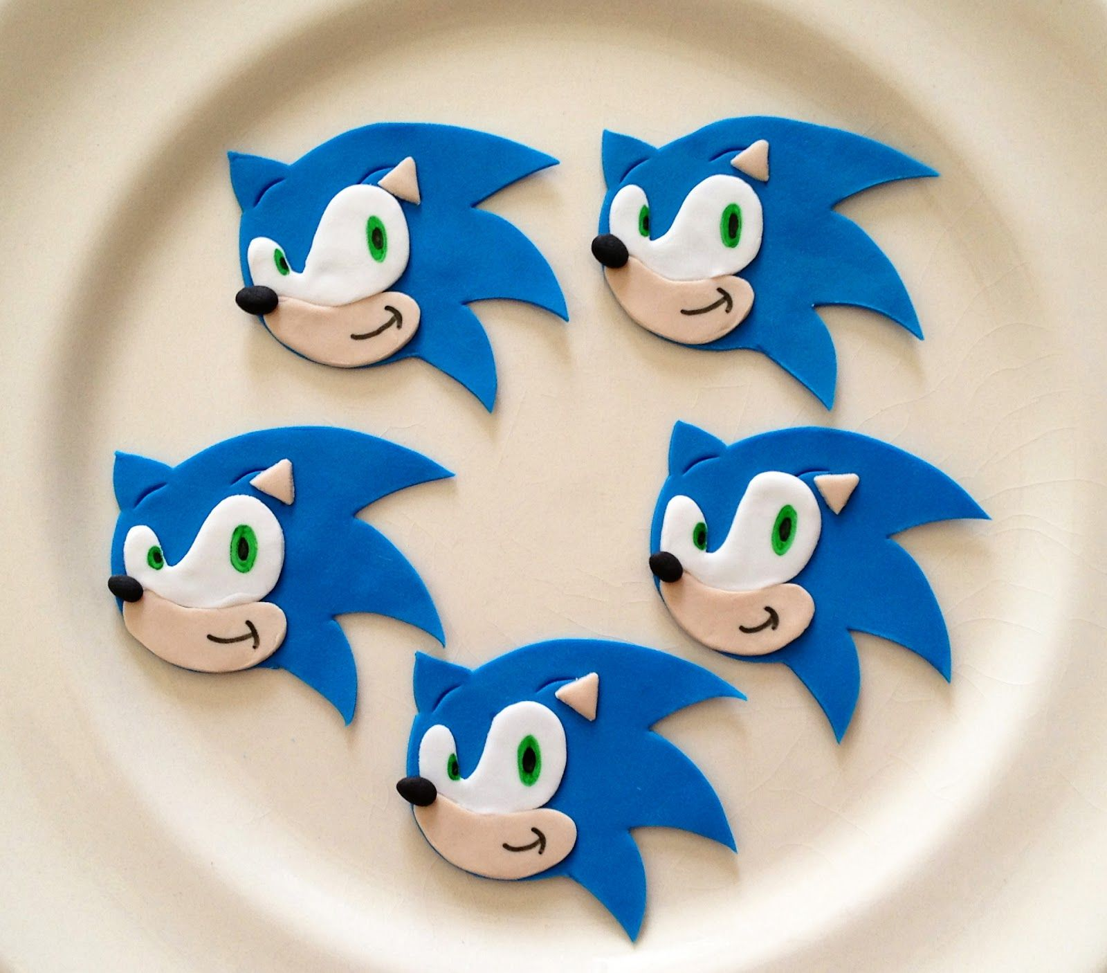 CAKED!: More Hello Kitty and New Sonic the Hedgehog Cupcakes