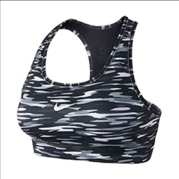 Iso Moren Then 4 I Need Any Size Any Color Let Me Know Yall Offers Plz Nike Accessories In 2020 Nike Bra