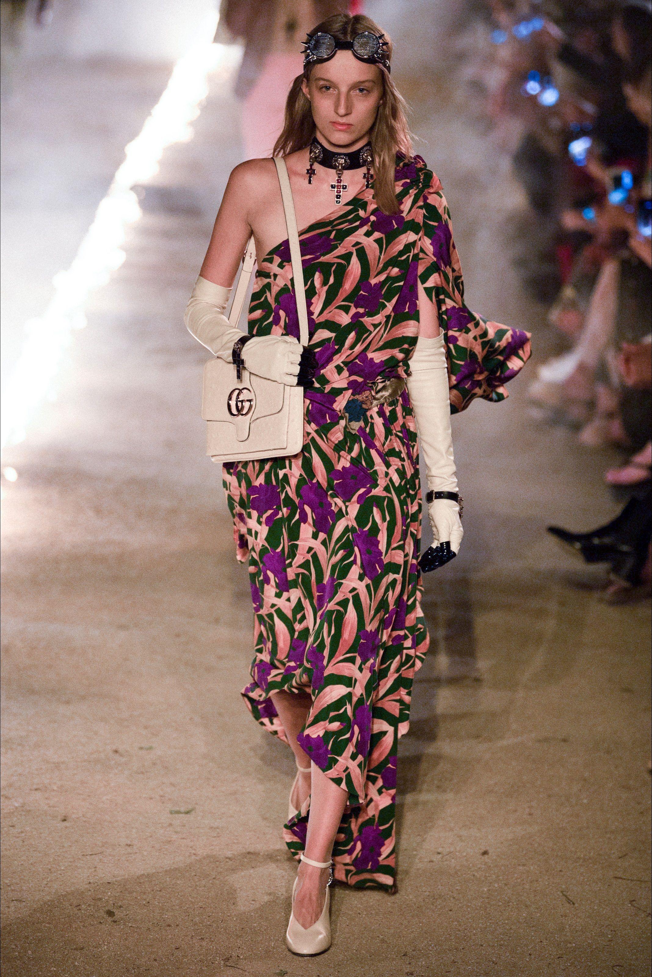 ebcd63db6acc Sfilata Gucci Arles - Pre-collezioni Primavera Estate 2019 - Vogue ...
