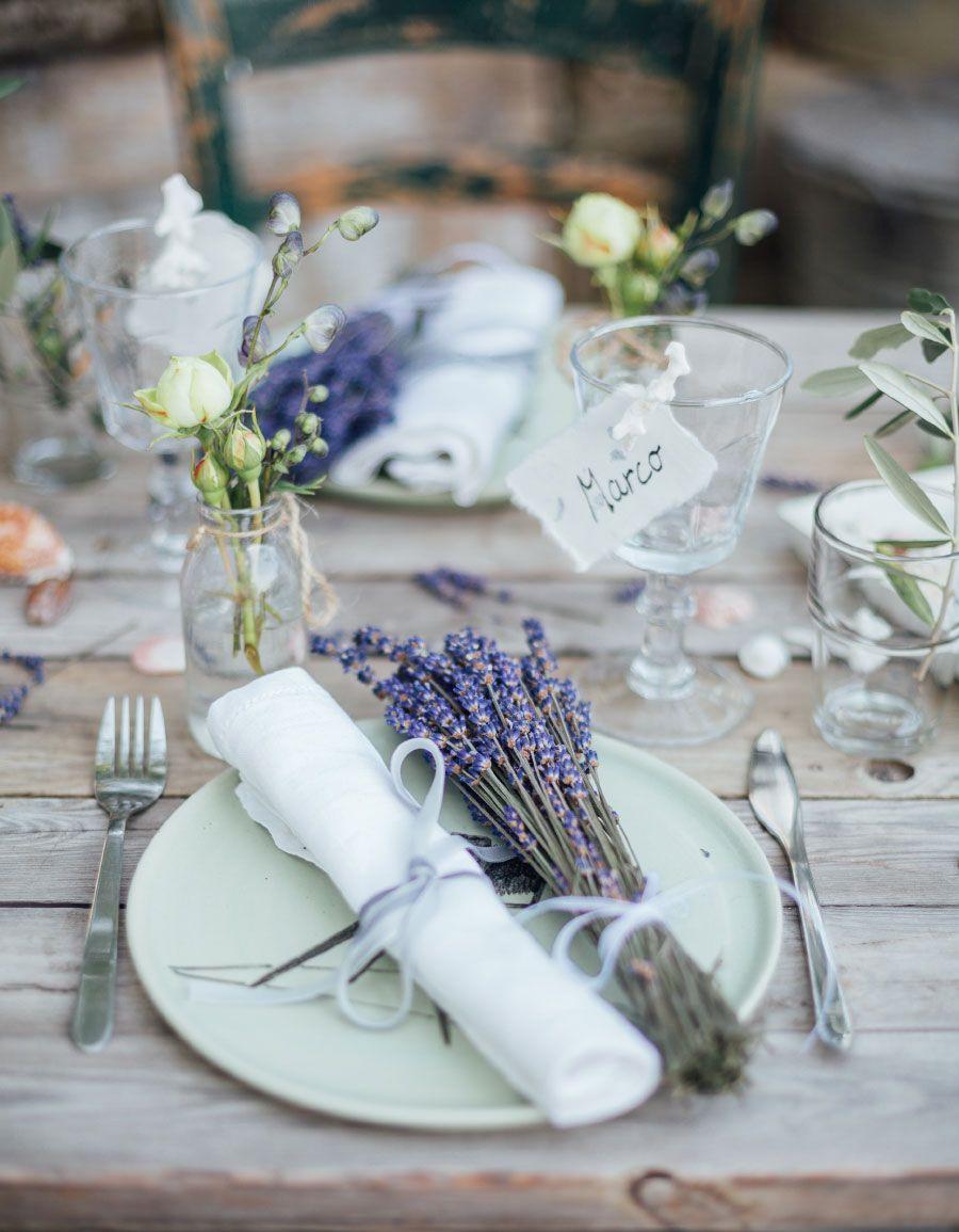 Einfach Schon Die Tischdeko Mit Lavendel Zu Kombinieren Foto Von