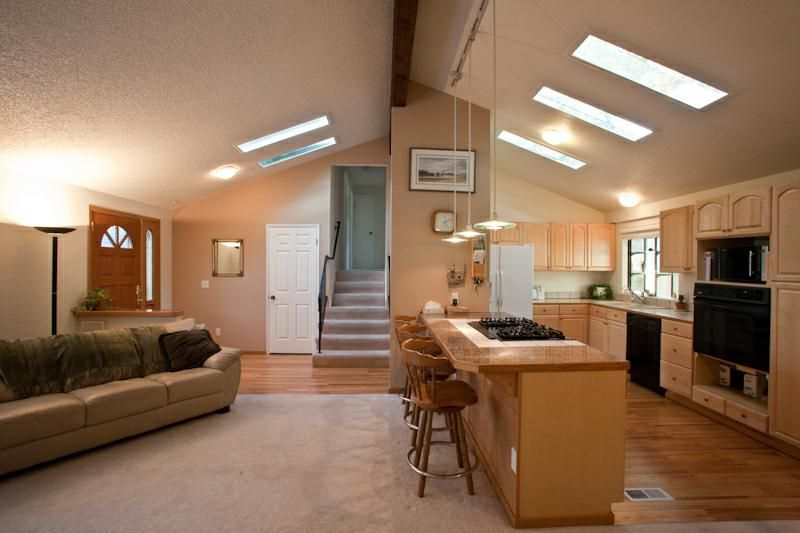 Remodeled Kingsgate Tri Level Buyer Bonus 369 000