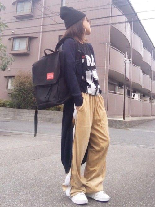 ベロアのパンツが 履きたかったんコーデ♪ ライン入りやから Tシャツもスポーティーにしてみたん。