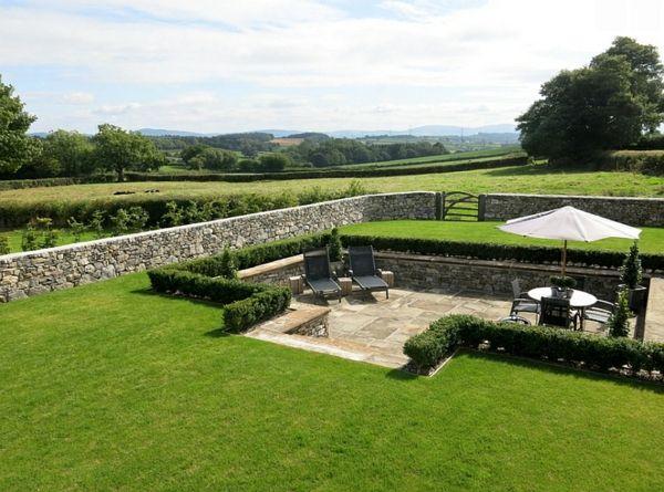gartendesign patio sitzecken im garten rasenfläche liegen Garten - sitzplatz im garten mit steinmauer