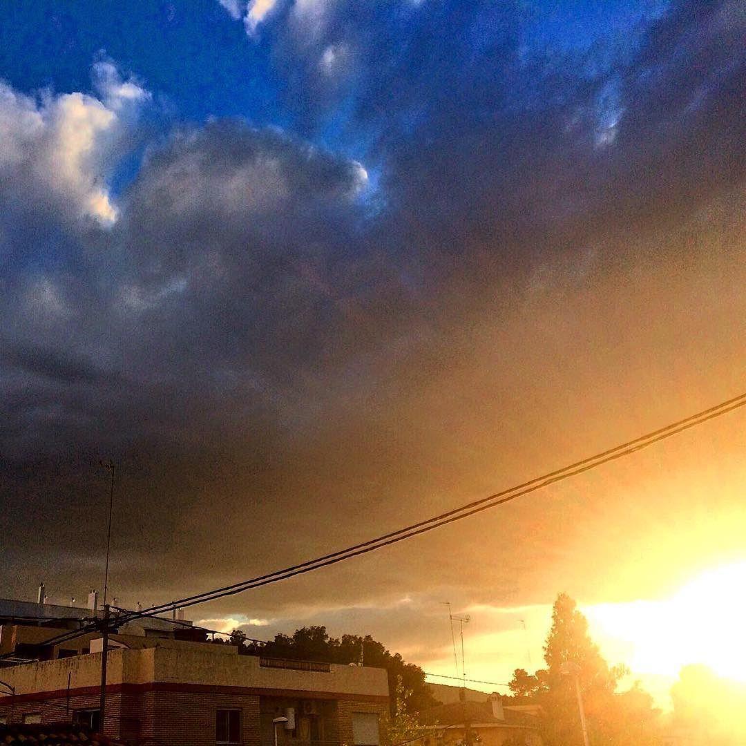 Otro día que te vas pero mañana seguro que vuelves. #Sol #Cielo #Nubes #valenciaturisme #Valenciagrafias #Valenciagram #pueblos_comunidadvalenciana #loves_valencia #estoyenribaroja by kikebm__78