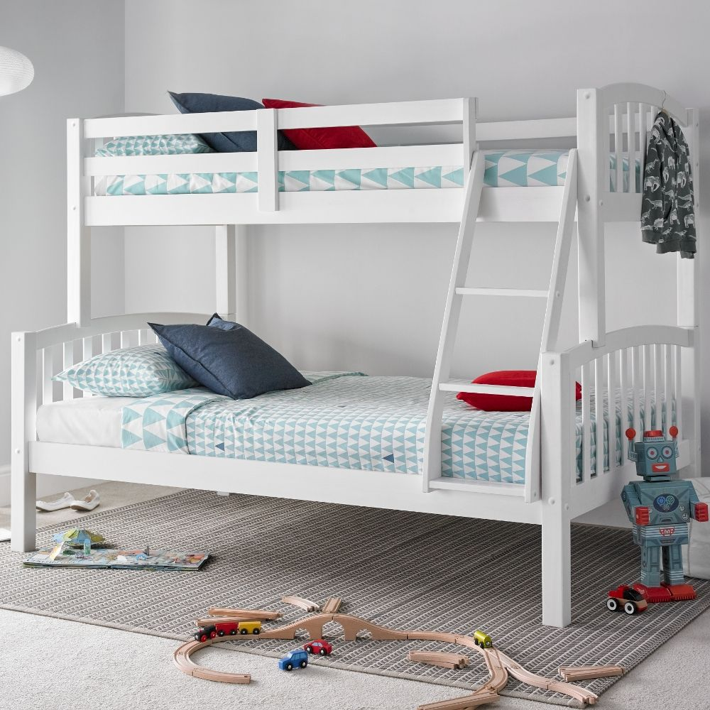 Best American White Wooden Triple Sleeper Bunk Bed Frame 3Ft 640 x 480