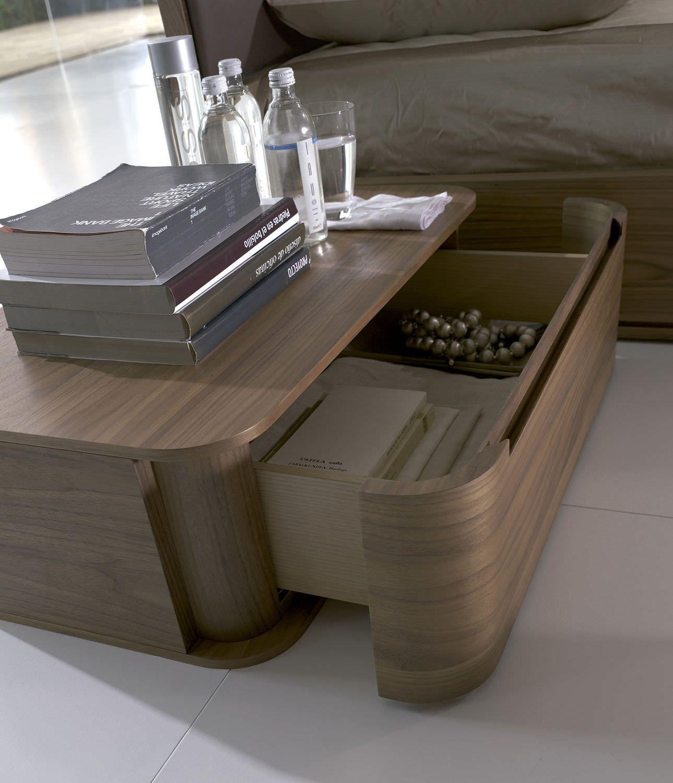 Runder Nachttisch Ein Klassisches Stuck Zunachst Auf Die