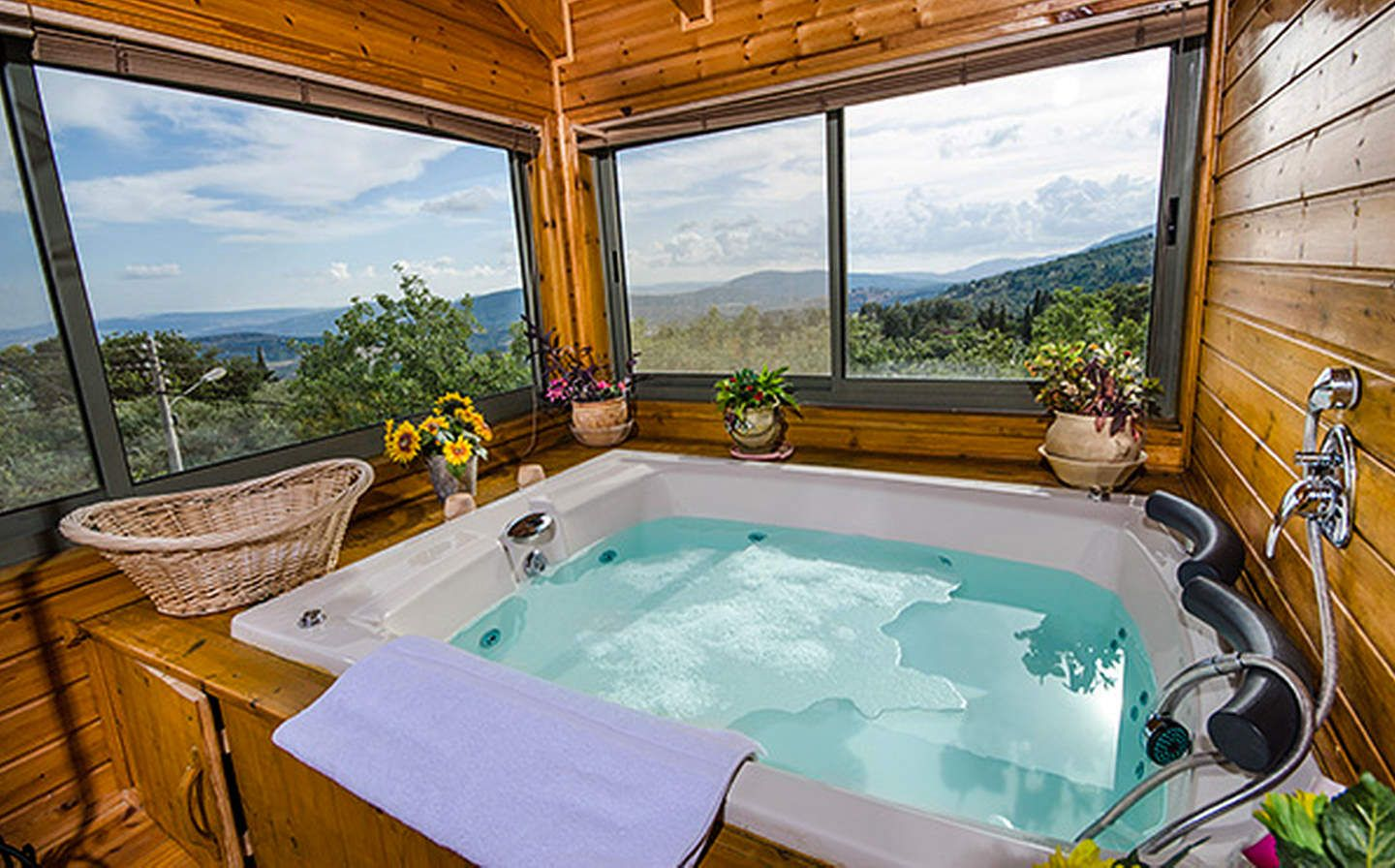 The 25 Coolest Treehouses On Airbnb Tree House Jacuzzi Rent