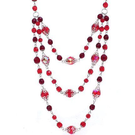 70351e57416e Collar largo de tres vueltas de cristales color rojo con terminaciones en  color plata. Largo aproximado de 40cm.