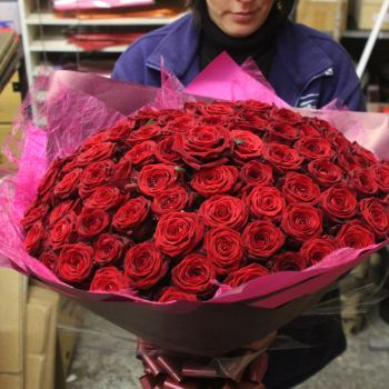 Send Valentines Day Flowers, Roses,balloons And Bouquets FREE Standard Valentine  Flower Delivery Call Now 020 7738 4049