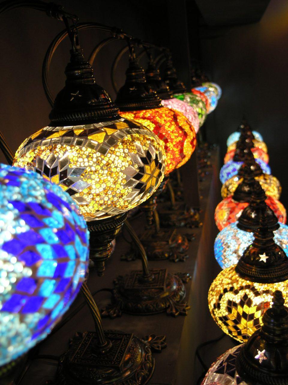 lampade artigianali turche Milano Retail windows, Decor