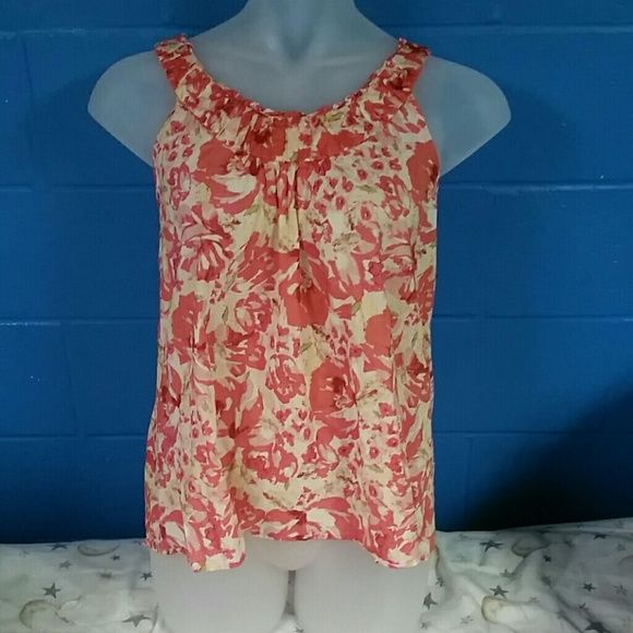 Reposhing: This xlg sleeveless top (xlg) Didn't fit. Fits Ike a medium.  Please take this into consideration before purchasing.  All pictures are clear,therefore *all sales are final* * No Trades *  * No Holds * LOFT Tops Tank Tops