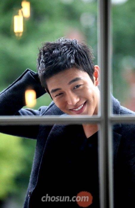 Stage Name : Yoo Ah In (유아인) Birth Name : Um Hong Shik (엄홍식) Date of Birth : October 6th, 1986...
