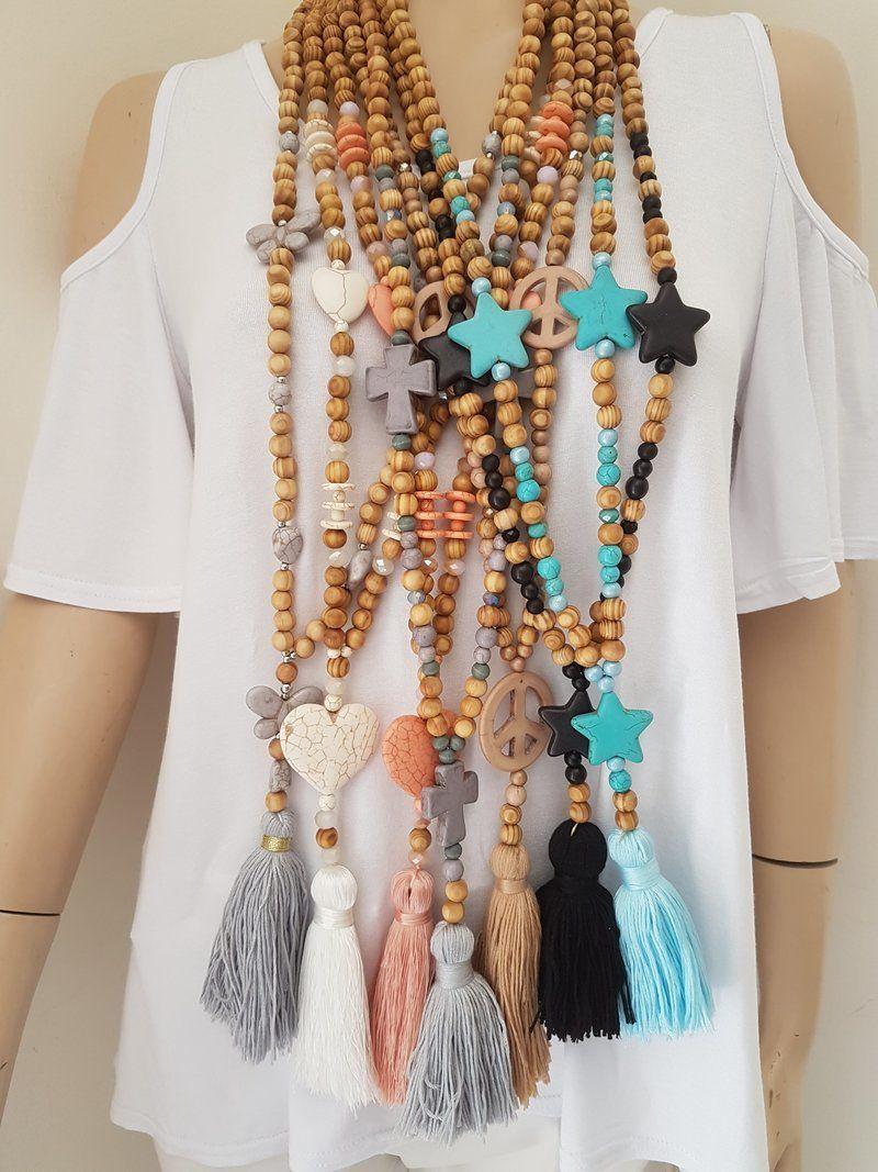 collier perle bois pompon
