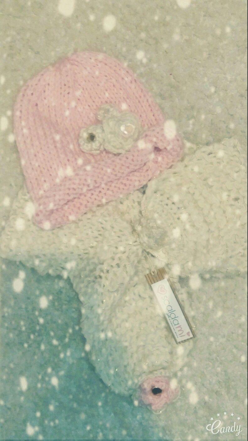 #scaldami #fattoamanoconamore #lavorareamaglia #dolcipensieri #regalidinatale #handmade #knitting #cappellolana #sciarpalana