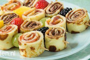 Pannenkoek op een spiesje met stukjes fruit - ideaal voor een kinderfeestje/ partijtje. Gemakkelijk en s nel klaar!