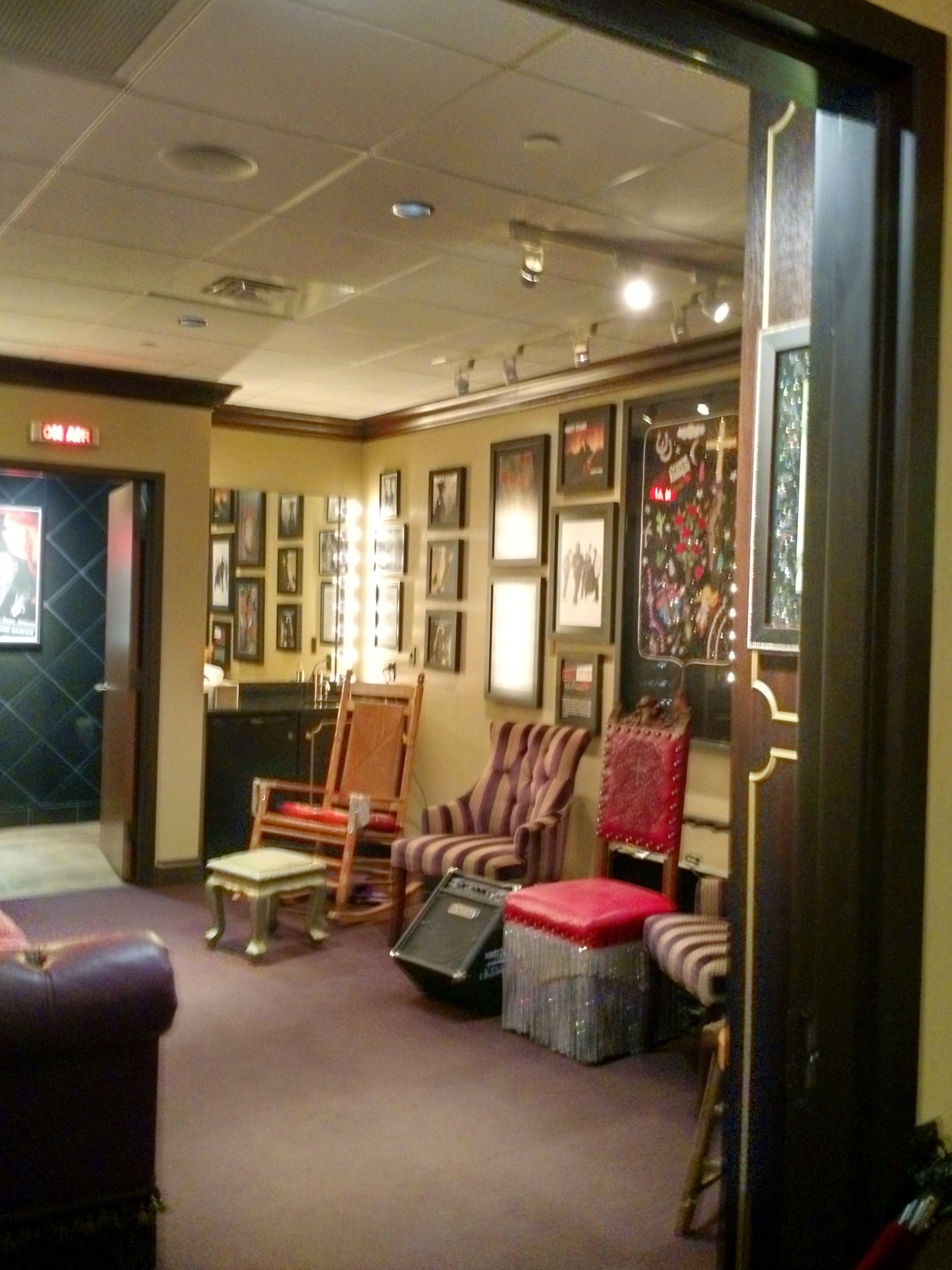 Beautiful design dressing rooms in kindergarten 96