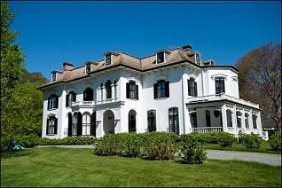 Ever wish you could peek inside the homes of Newport's rich and famous? The thirteenth annual Neighborhoods of Newport house tour provides (legal!) viewings of six homes in Newport County.