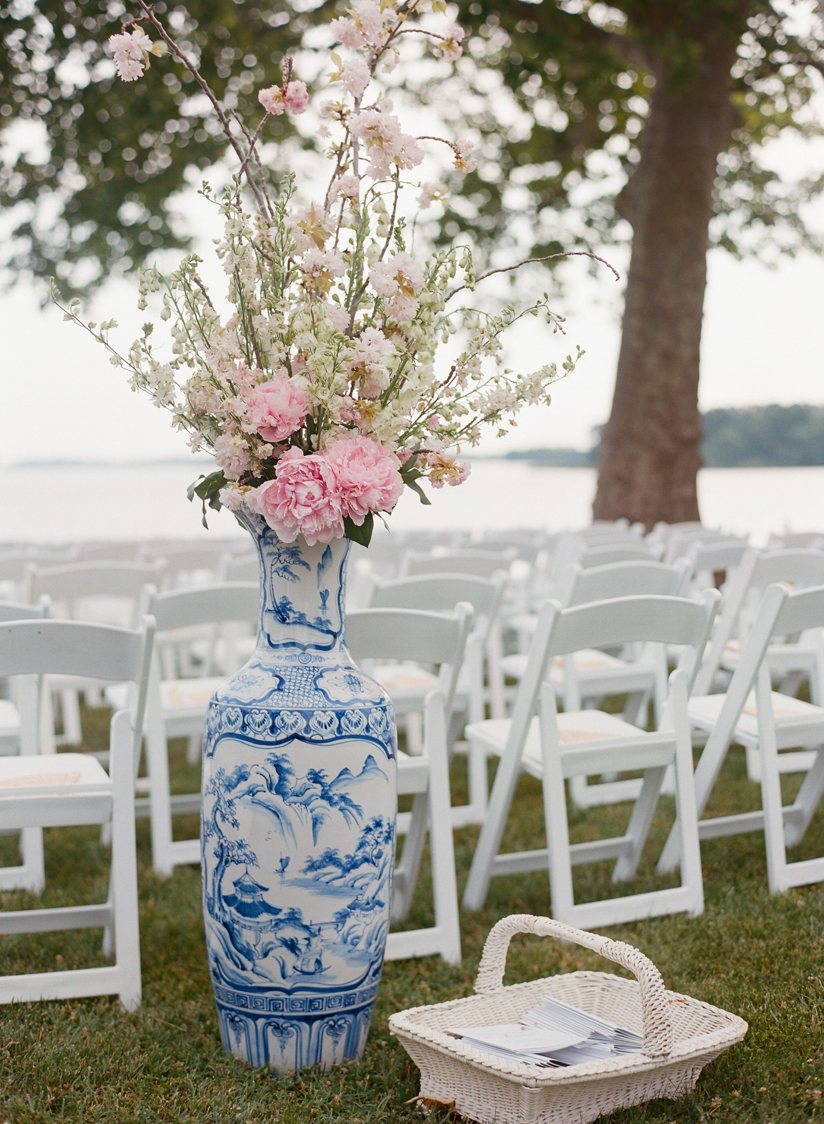 Blue and white chinoiserie vase w babys breath and lots of when i think about an elegant wedding i often think of the navy wedding decorations ideas theme reviewsmspy