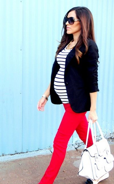 fall maternity outfit of colored jeans and navy blazer