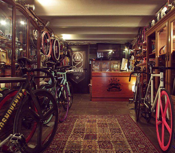 Bike Shop With Carpet Bicicleteria Bicicletas Y Fixie