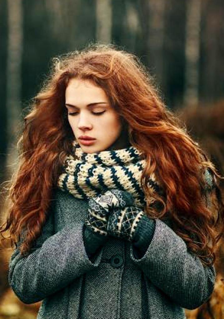 Бордовые волосы девушка