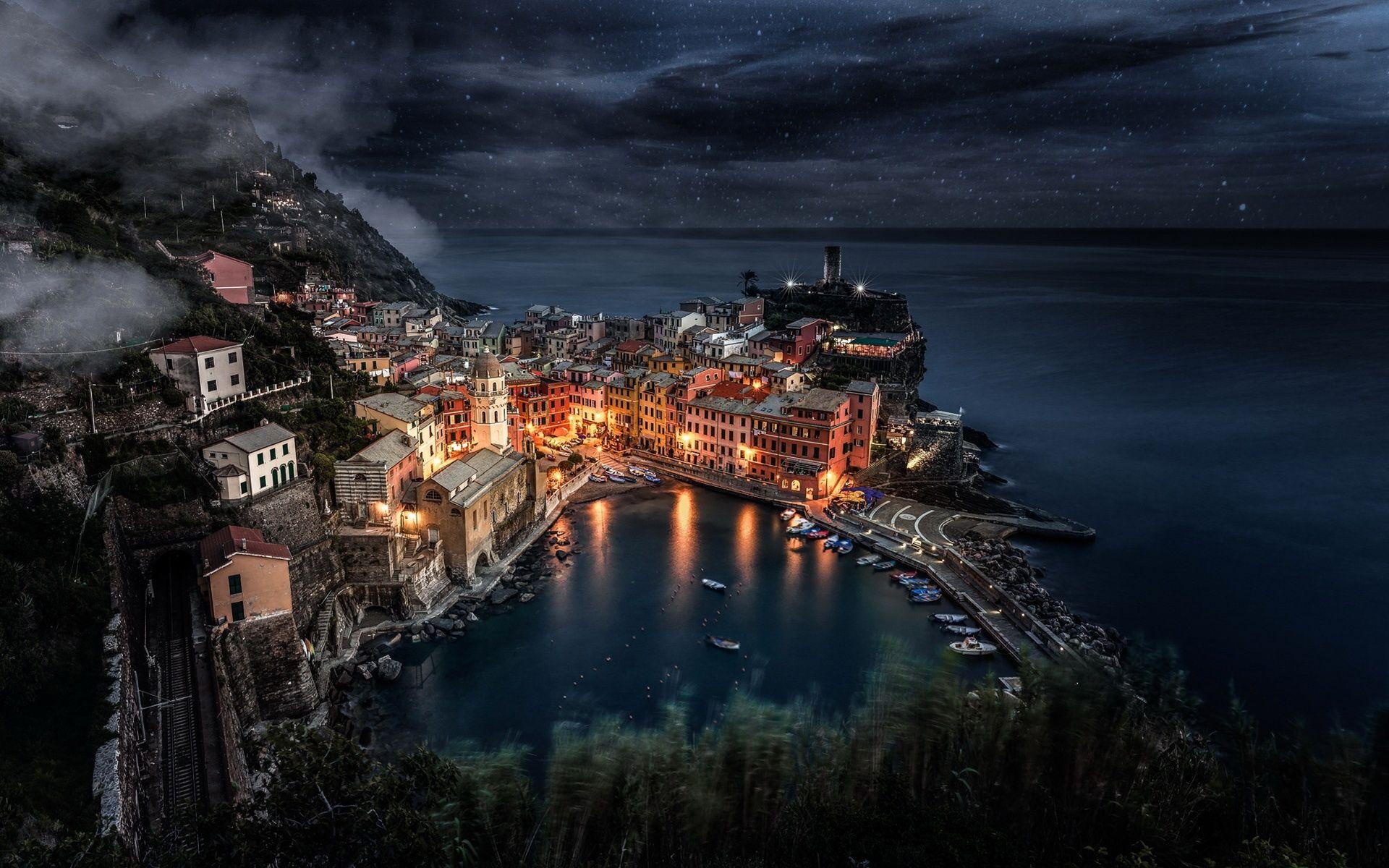 Home - Wallpapers / Photographs - Locality - Liguria, Manarola (Italy)
