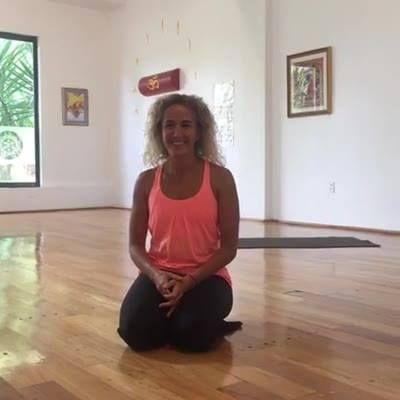 Cápsula de Yoga en vivo con Sophie.