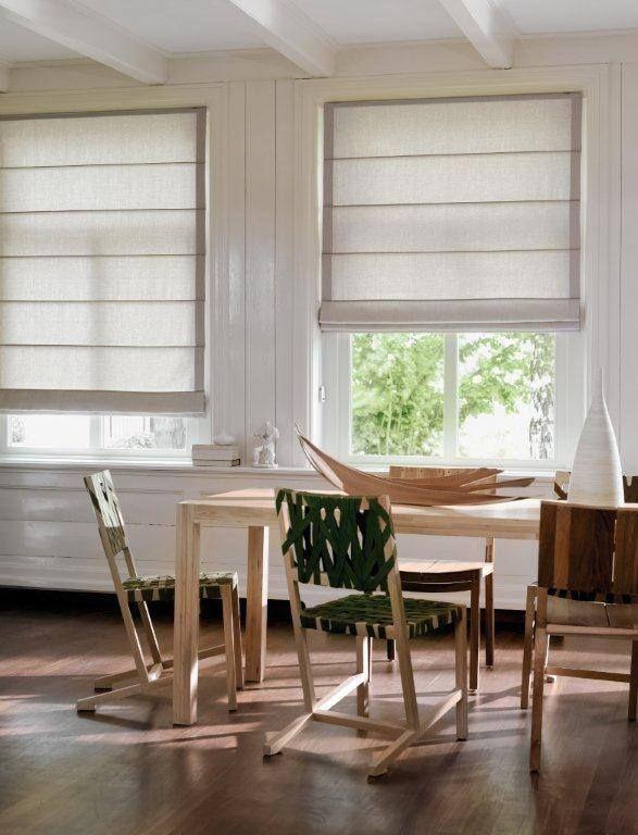 Espacios más relajados, una decoración abierta a las texturas. Las Cortinas Romanas de Luxaflex® contribuyen muchísimo a lograr ese ambiente.