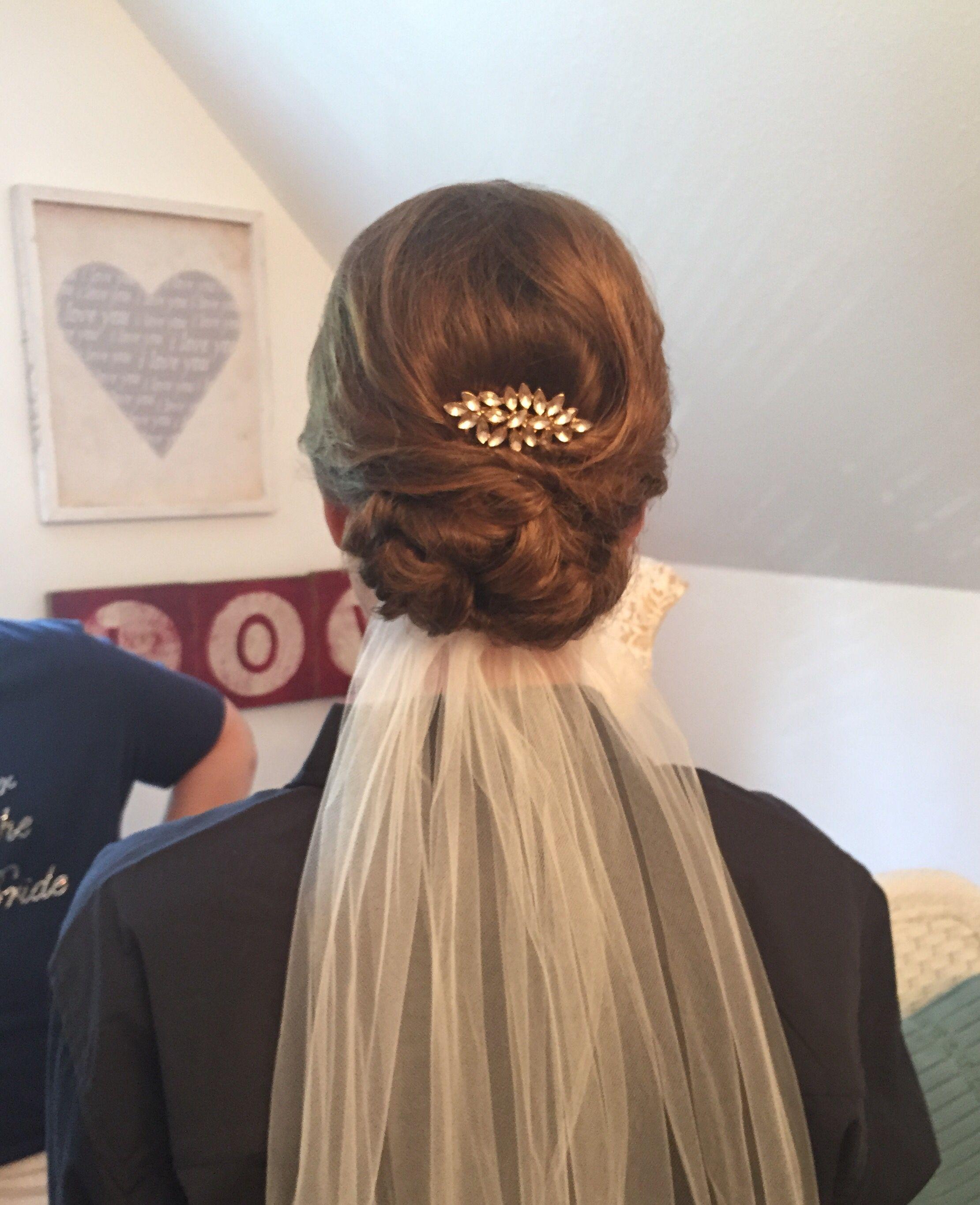 bride low updo, veil underneath, vintage clip, short, thin hair