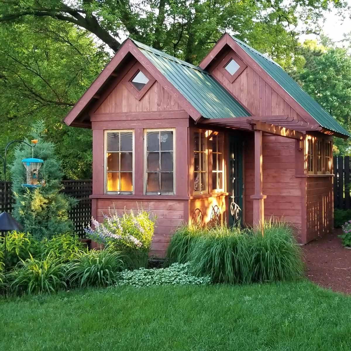 Покраска садовых домиков фото